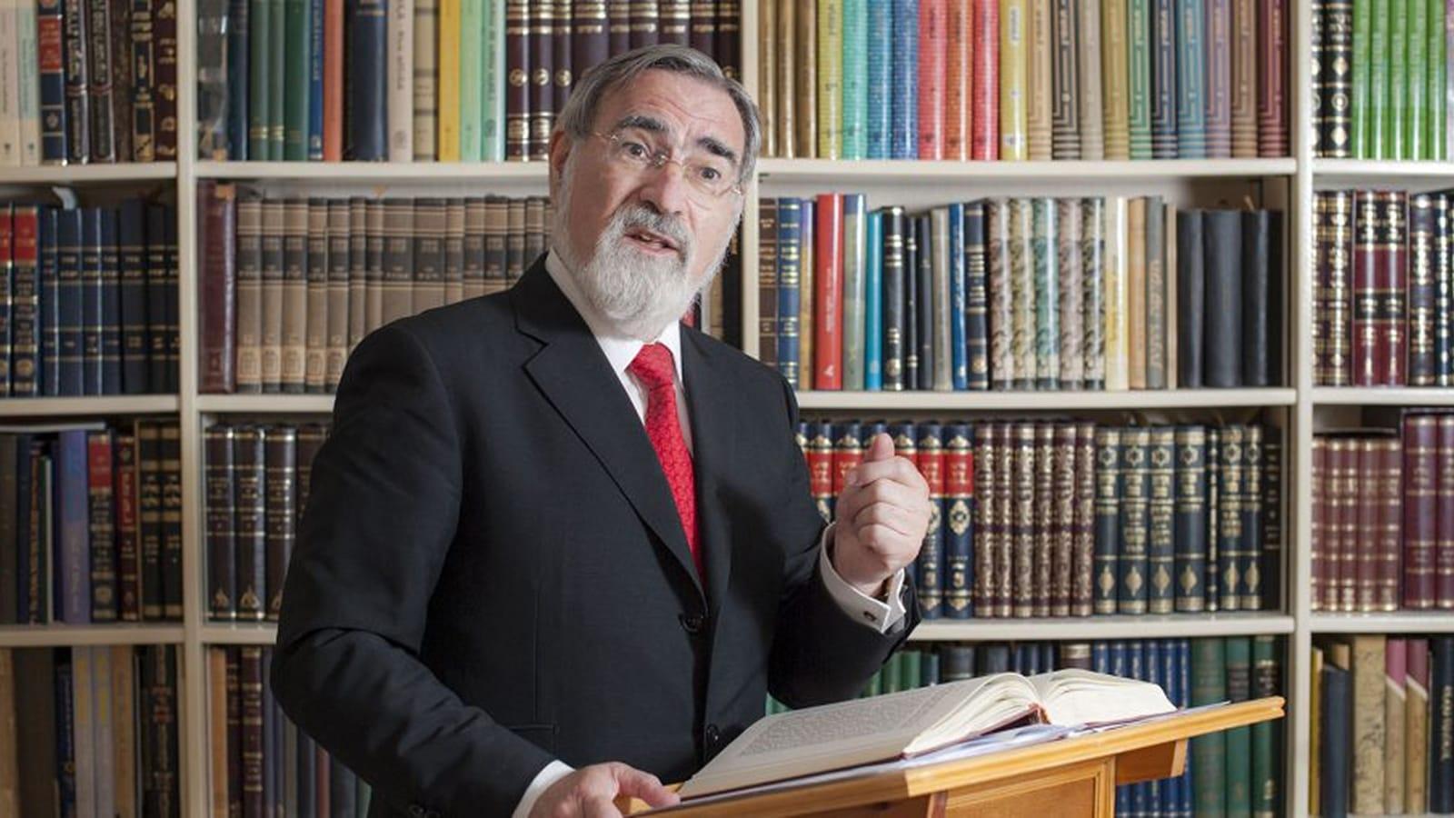 Rabbi Lord Jonathan Sacks speaks to an audience